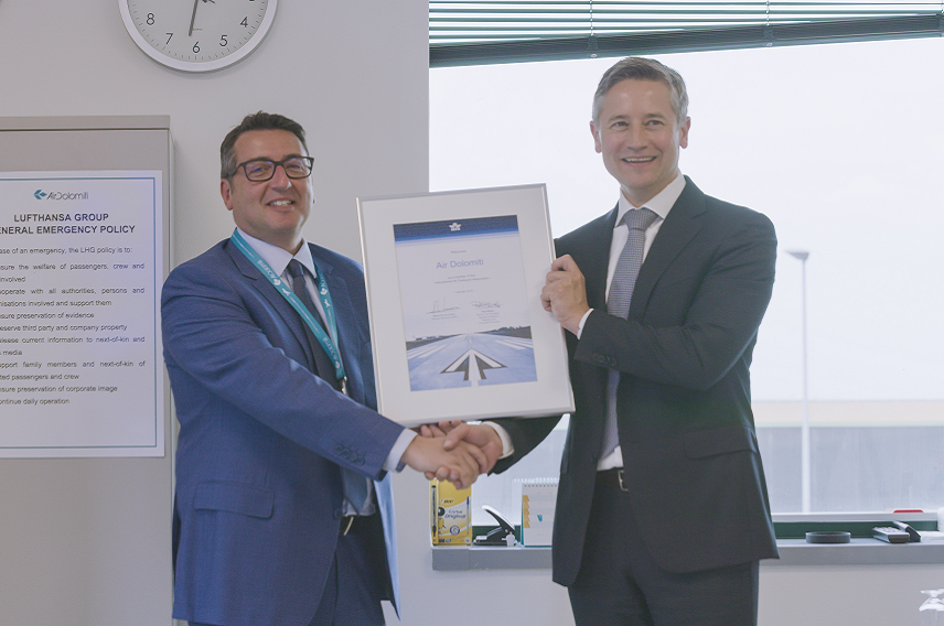 IATA presents Air Dolomiti with a membership certificate